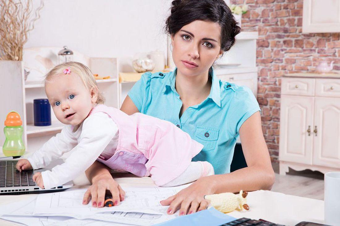 Jak pogodzić macierzyństwo z pracą w domu i nie zwariować?