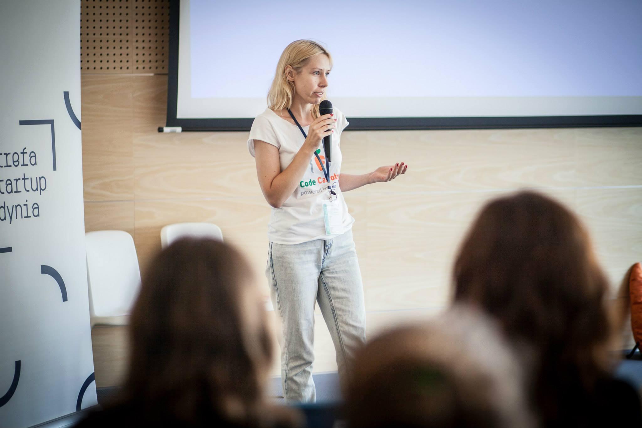 """""""Teraz już wiem, że najszybciej uczę się i najwięcej poznaję ludzi, prowadząc swój biznes"""" - wywiad z Kamilą Sidor, szefową Geek Girls Carrots"""