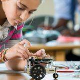 Jak przyciągnąć dziewczynki na zajęcia z robotyki i programowania
